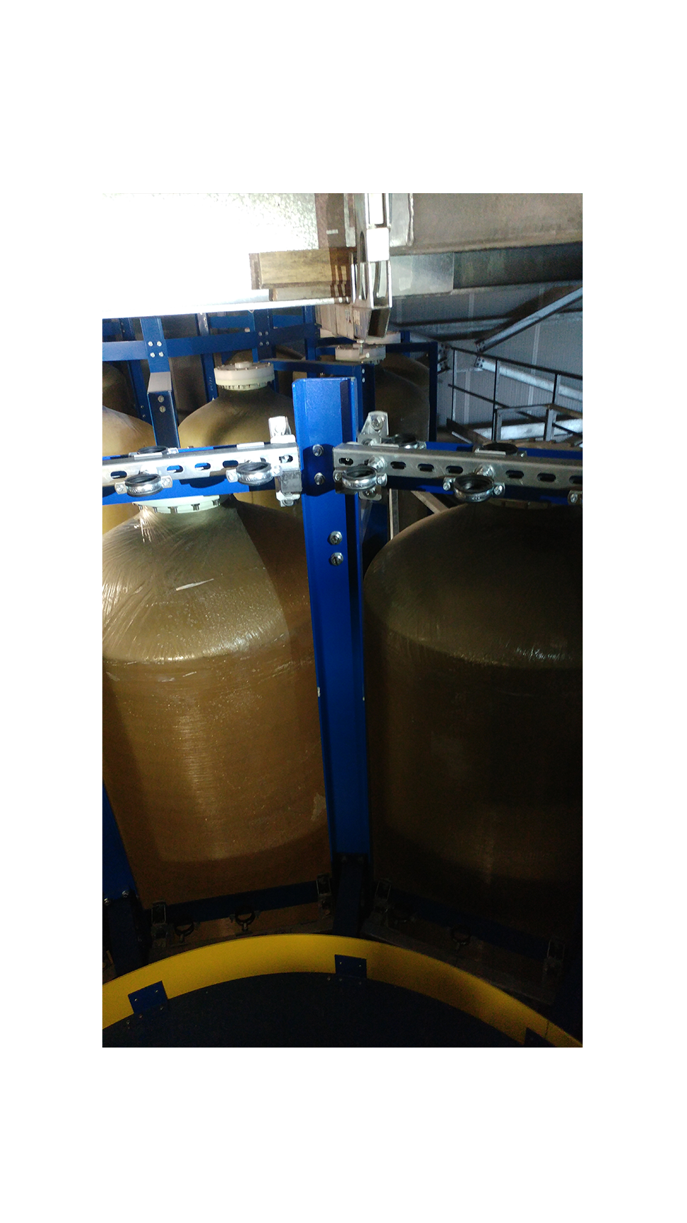 Work done at a rotating carousel used for the distribution and filling of alcohol tank